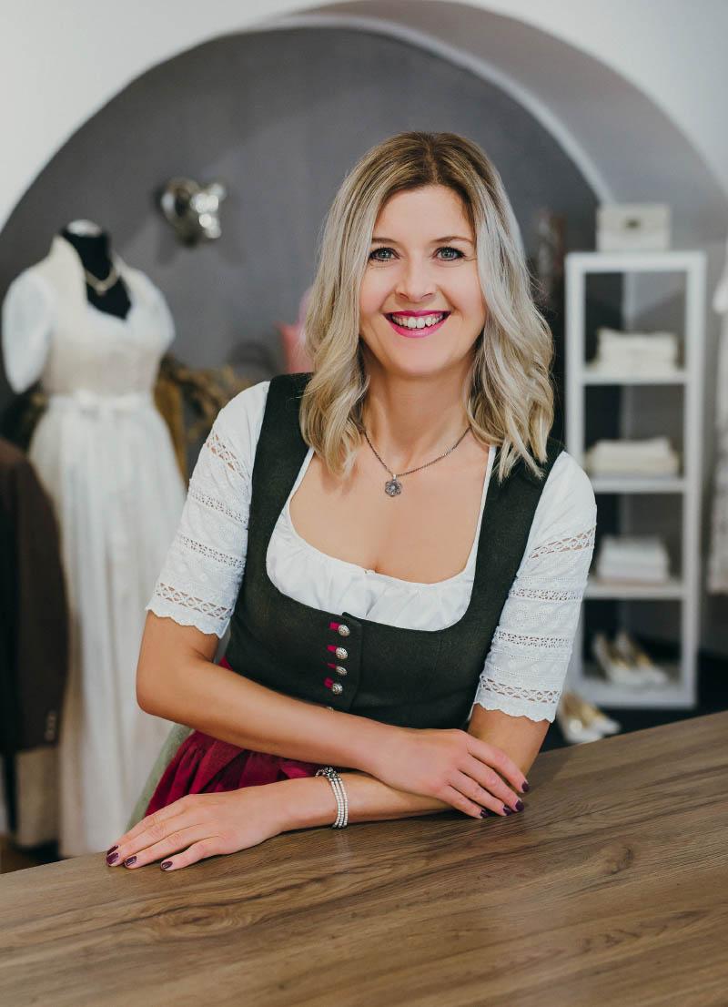 UNSA Design, Sandra Unholzer Portrait, Dirndl Modedesign Passau, Bayern